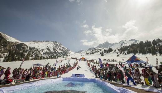 「Red Bull Jump & Freeze」サッポロテイネスキー場で開催 極寒の特設プールへダイブ