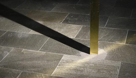 札幌・モエレ沼公園で彫刻家・藤沢レオさんの個展 「柱」をテーマにした展覧会